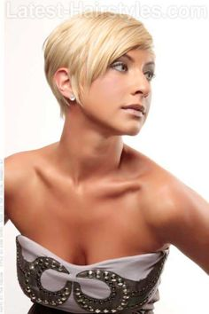 Bold asymmetrical pixie cuts for women. Bold and gorgeous asymmetrical pixie haircuts for short hair. Ways to style pixie cuts. Haircuts For Fine Hair, Hairstyles Haircuts, Cool Hairstyles, Blonde Hairstyles, Hairstyle Ideas, Pixie Haircuts, Cropped Hairstyles, Textured Hairstyles, Stacked Haircuts