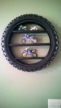 Image-Ergebnis für Upcycled Dirt Bike-Reifen - The Emporium - Dekoration Dirt Bike Bedroom, Motocross Bedroom, Bike Room, Dirt Bike Tires, Old Tires, Bicycle Tires, Regal Display, Room Deco, Display Shelves