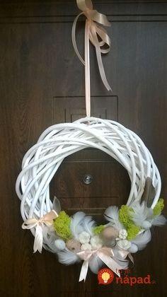 Easy DIY Easter Wreaths for Front Door - Castle Random Diy Spring Wreath, Diy Wreath, Easter Crafts For Kids, Easter Gift, Bunny Crafts, Easter Party, Easter Decor, Easter Ideas, Easter Wreaths