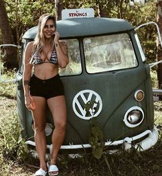 One Stop Classic Car News & Tips – Worldwide classic cars. Volkswagen Minibus, Vw T1, Volkswagen Transporter, Trucks And Girls, Car Girls, Kombi Hippie, Combi T2, Audi, Porsche