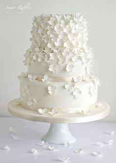White Wedding Cakes - Yes! These lovely white wedding cakes have just made my day. It's such a great feeling to come across beauty so unexpectedly, especially when it involves perfectly crafted cake masterpieces made with brilliant floral . Creative Wedding Cakes, White Wedding Cakes, Elegant Wedding Cakes, Beautiful Wedding Cakes, Gorgeous Cakes, Wedding Cake Designs, Pretty Cakes, Wedding Cake Toppers, Wedding White