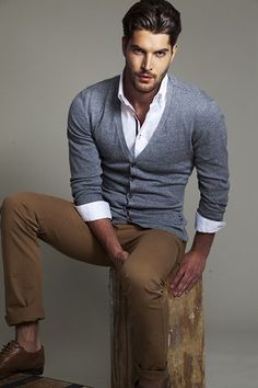 great slimming cardi-ganzy-white shirt layered underneath with cheeky cuff showing over rolled up sleeve...yep
