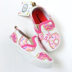 Custom donut canvas shoes - personalized doughnut shoes - toddler donut present - donut birthday party - kids custom doughnut gift - sweets Toddler Shoes, Kid Shoes, Slip On Shoes, Girls Shoes, Baby Shoes, Custom Painted Shoes, Hand Painted Shoes, Custom Shoes, Donut Shoes
