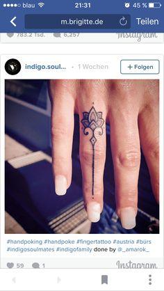 Henna Finger Tattoo, Hand Tattoos, Finger Tattoo For Women, Ring Finger Tattoos, Finger Tattoo Designs, Henna Tattoo Designs, Cute Tattoos, Beautiful Tattoos, Body Art Tattoos