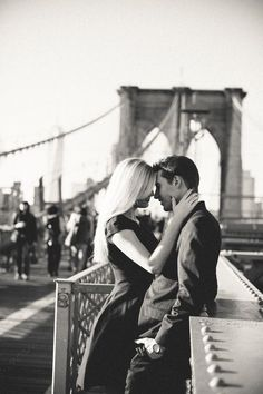 soulmate24.com Brooklyn Bridge engagement shoot, black and white, classic, timeless engagement photos
