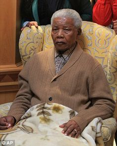Nelson Mandela Life Support Shut Down as Respected Humanitarian Dies Age (UPDATE) - Guardian Liberty Voice First Black President, Former President, Nelson Mandela, English News Headlines, Vintage Black Glamour, Black Presidents, Apartheid, Nobel Peace Prize, Civil Rights