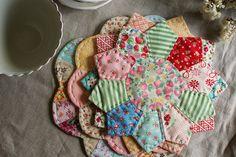 Cute hot pads from dresden plate quilt pattern                                                                                                                                                      Mais
