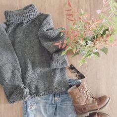 here we are! Finally the sweater is finished! Soon will be in my shop! And here one of the perfect outfits for him! What do you think about??    eccoci finalmente il maglione è pronto!! Presto sarà nel mio negozio!! E qua uno dei tanti modi in cui lo porterei io!! Voi che ne pensate??  #instadaily #instalober #instaknit #knitaddict #outfit