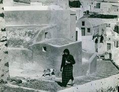 Σαντορίνη 1925. Nelly's. Αρχείο Μουσείου Μπενάκη Antonio Mora, Artwork, Work Of Art, Auguste Rodin Artwork, Artworks, Illustrators