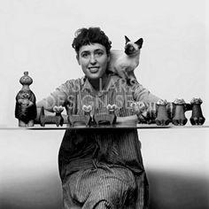 Inga Lisa Larson, född Alhage 9 september 1931 i Härlunda, är en svensk keramiker. Hon är gift med konstnären Gunnar Larson.