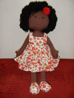 Eternamente Criança - Boneca negra estampa floral.