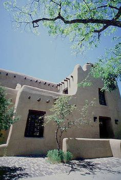 Pueblo revival houses in santa fe adobe stucco walls for Adobe home builders california