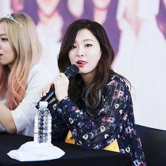 Seulgi and Yeri Kang Seulgi, Kim Yerim, Red Velvet Seulgi, Latest Instagram, Pink, Kpop, Women, Irene, Superstar