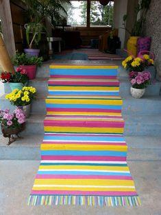 Maalattu matto   Meillä kotona Dot Art Painting, Curb Appeal, Decoupage, Art Projects, Diy And Crafts, Outdoor Blanket, Kids Rugs, Home Decor, Porch