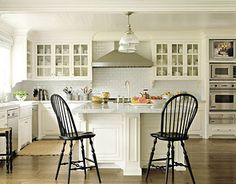 BM - Grand Teton White paint for kitchen in 'Somethings Gotta Give'