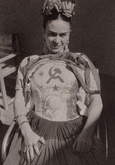 Frida Kahlo in body cast.