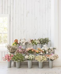 Like all things talented HGTV design pro Joanna Gaines does, her flower arrangements are spectacular — think romantic meets farmhouse chic and generally just gorgeous. Lucky for us, Joanna reveals