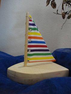 Barquinho em madeira