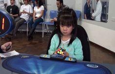 Quantas horas você leva para resolver o bom e velho cubo mágico? Amenina Yani Chan, conseguiu emapenas 47 segundos, quando ainda tinha 3 anos de idade e ganhousucesso na internet. Atualmente com 4 anos a garotinha que vive em Curitiba, no Paraná, é a mais. Leia Mais