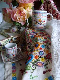 lenços dos namorados - traditional handkerchiefs from northern Portugal Embroidery Sampler, Vintage Embroidery, Cross Stitch Embroidery, Hand Embroidery, Machine Embroidery, Art Costume, Hand Quilting, Embroidery Techniques, Cross Stitch Designs