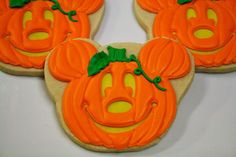 This listing is for 1 dozen made to order Halloween themed cookies. Perfect to use as party favors or on to display on a dessert table. Halloween Cookies Decorated, Halloween Sugar Cookies, Halloween Treats, Halloween Pumpkins, Disney Halloween, Decorated Cookies, Halloween Biscuits, Spooky Treats, Halloween Cakes