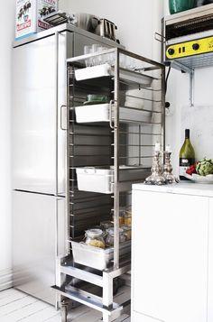 Small Kitchen Storage, Kitchen Pantry, New Kitchen, Kitchen Sink, Bistro Kitchen, Kitchen Styling, Rustic Kitchen, Kitchen Decor, Swedish Kitchen