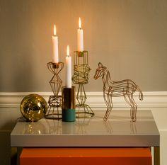 Złote dekoracje złote ozdoby, święta, boże narodzenie, świecznik. Zobacz więcej na: https://www.homify.pl/katalogi-inspiracji/13083/zlote-ozdoby-i-dekoracje-swiateczne
