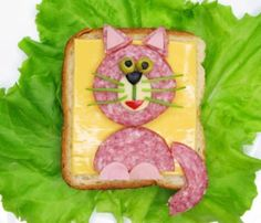 Food art - Cat shaped ham and cheese Food Art For Kids, Cooking With Kids, Lunchbox Kind, Sandwich Jamon Y Queso, Creative Food Art, Food Wallpaper, Edible Food, How To Eat Better, Food Decoration