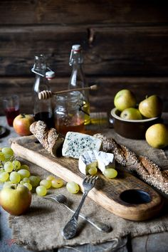 28 best Ideas for cheese plate presentation wine tasting Antipasto, Fromage Cheese, Fruit Photography, Photography Ideas, Wine Cheese, Cheese Platters, Fabulous Foods, Wine Tasting, Food Pictures