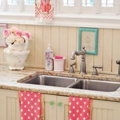 Very sweet vintage candy-like kitchen design with retro details. Via Coodet