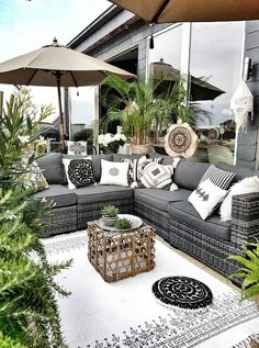 When you plan to invest in patio furniture you want to find some that speaks to you and that will last for awhile. Although teak patio furniture may be expensive its innate weather resistant qualit… Terrasse Design, Balkon Design, Patio Design, Outside Furniture, Balcony Furniture, Outdoor Furniture Sets, Rustic Furniture, Garden Furniture, Furniture Dolly