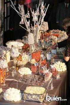 Mesa de dulces decorada/Decorative candy bar