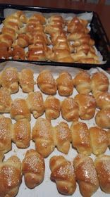 ΜΑΓΕΙΡΙΚΗ ΚΑΙ ΣΥΝΤΑΓΕΣ 2: Τυροπιτάκια -λουκανικοπιτάκια !!!! Breakfast Buffet, Breakfast Snacks, Cookbook Recipes, Cookie Recipes, Greek Cookies, High Carb Foods, Food Gallery, Bread And Pastries, Greek Recipes