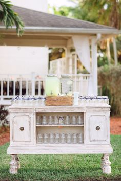 Vintage lemonade stand | Photography: Hunter Ryan Photo - hunterryanphoto.com  Read More: http://www.stylemepretty.com/southeast-weddings/2014/04/28/romantic-southern-affair-in-fort-myers/