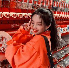 𝑠𝑜𝑦𝑒𝑜𝑛 Red Aesthetic, Kpop Aesthetic, Aesthetic Pictures, Hyuna Twitter, K Pop, Ulzzang Korean Girl, Soyeon, Cute Korean, K Idols