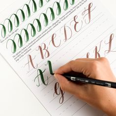 If you'd like to learn how to use your brush pen to create calligraphy, look no further than this free printable brush pen calligraphy worksheet! Brush Pen Calligraphy, Calligraphy Tutorial, Copperplate Calligraphy, Hand Lettering Tutorial, Calligraphy Handwriting, Calligraphy Letters, Typography Letters, Brush Lettering, Caligraphy