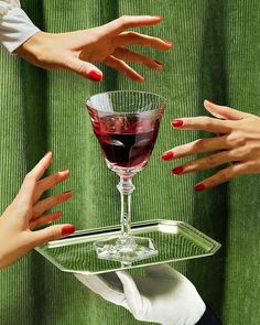 POSSESSIVE The Baccarat Wine Therapy set is your best ally for sharing moments with friends and enjoy a great party. A glass for each personality. Interesting editorial images and designs for The Indie Practice Kings Of Convenience, Still Life Photography, Food Photography, Fashion Photography, Advertising Photography, Product Photography, Cocktail Photography, Foto Fashion, Style Fashion