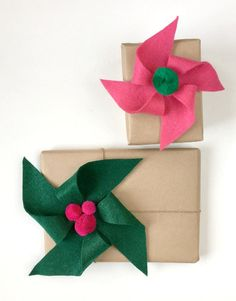 Try this easy felt pinwheel craft to use as holiday gift toppers or string into a garland. Diy Christmas Presents, Christmas Gift Wrapping, Best Christmas Gifts, Christmas Diy, Paper Bag Gift Wrapping, Creative Gift Wrapping, Creative Gifts, Wrapping Ideas, Creative Ideas