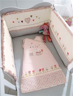 tour de lit b b fille parade d 39 enfant rose et cru. Black Bedroom Furniture Sets. Home Design Ideas