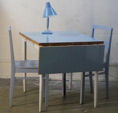 Vaaleansininen ruokapöytä / Light blue dinner table