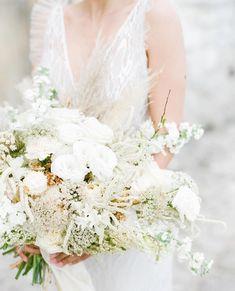 """@adore.blogmariage posted on their Instagram profile: """"B L O O M fabuleux #bouquetdemariée blanc par @hanaholdener capturé par @melanienedelko ✨ Styling:…"""" Bride Bouquets, Instagram, White People, Bridal Bouquets"""