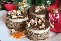 Ořechovo-kávové řezy s krémem a čokoládovou polevou. Czech Recipes, Xmas Cookies, Pavlova, Mini Cakes, Food Hacks, Food Dishes, Sweet Recipes, Delish, Cheesecake