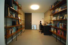 모던함 속 공간마다 다른 색을 가진 신혼집 리모델링 & 홈스타일링: (주)바오미다의 모던 서재 / 사무실