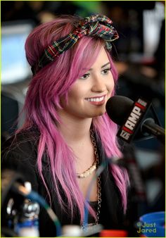 Demi Lovato: Pre-Grammy Interviews with Pink Hair | demi lovato pink interviews grammys 01 - Photo