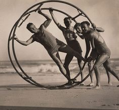 An image of The surf wheel by Harold Cazneaux