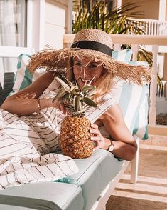 How weekends should be spent: drinking fresh Piña coladas 🍍 by the beach 🏖️️ Do you like these? Do you ever make them yourself? 💋 .. .. dress c/o @onia
