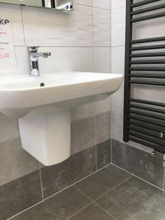 schl ter ablaufrinne in einer dusche mosaikfliesen. Black Bedroom Furniture Sets. Home Design Ideas
