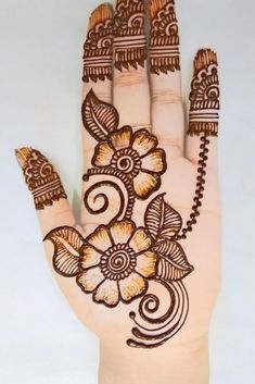 You might be looking for stunning mehndi designs to draw on for the upcoming events. Check out different beautiful and simple mehndi designs. Circle Mehndi Designs, Kashee's Mehndi Designs, Round Mehndi Design, Mehndi Designs Front Hand, Traditional Mehndi Designs, Pakistani Mehndi Designs, Simple Arabic Mehndi Designs, Legs Mehndi Design, Stylish Mehndi Designs