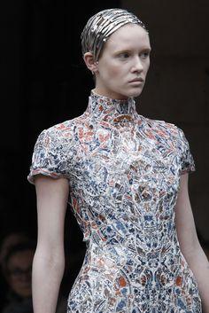 Li Xiaofeng et les vêtements en porcelaine.   COLLECTIF TEXTILE