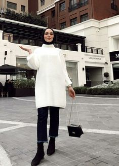 Your scarf is the most essential element inside attire of ladies having hijab. Modern Hijab Fashion, Street Hijab Fashion, Hijab Fashion Inspiration, Abaya Fashion, Muslim Fashion, Modest Fashion, Fashion Outfits, Casual Hijab Outfit, Hijab Chic